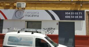 Instalación Rótulo Cerrajería Macarena